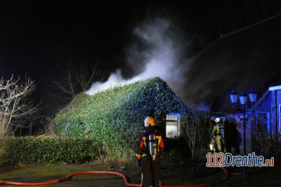 Brandweer blust brand op hooizolder in #Elp. 112Drenthe.