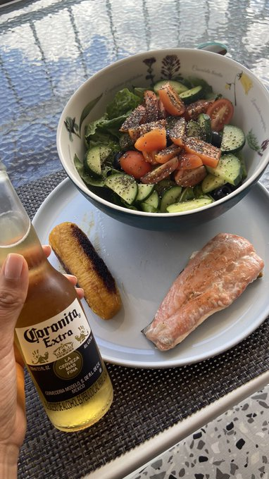 Sunday lunch, not an expert cooking but I do the best to make it tasty and looking good. Cheers 🍻 https://t