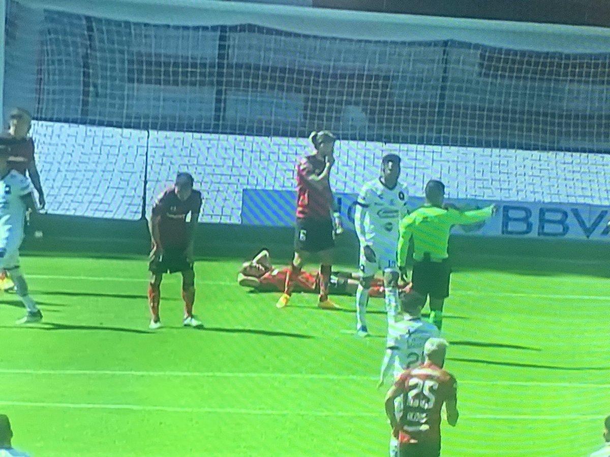 Jorge Torres Nilo sufre un golpe en la cabeza y tiene que salir de cambio en su primer juego con Toluca https://t.co/SVXJpzZWLB