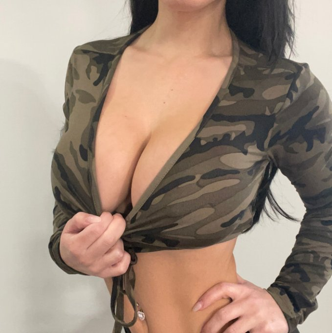 army crop top by @misslexa_ph https://t.co/Hw7aRRKOXi Find it on #ManyVids! https://t.co/c4WovYZZKg