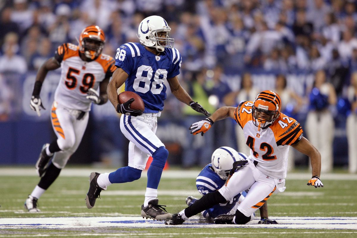 Marvin Harrison was a MACHINE from 1999-2006  - 8x Pro Bowler ⭐️ - Led the NFL in catches, yards, and touchdowns twice EACH - Averaged ≈103 catches per year - 1,000 yards receiving every year - 10+ touchdowns every year - Capped off this run with a Super Bowl ring 💍
