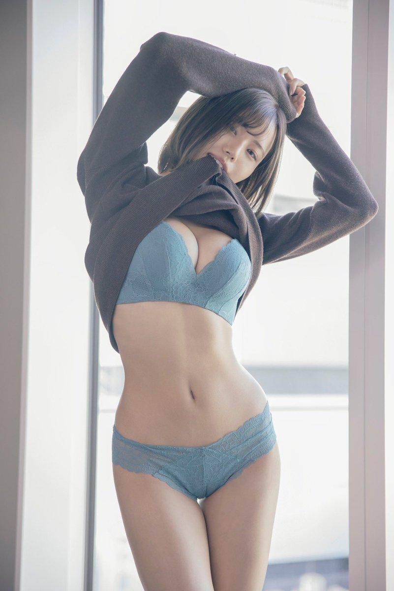 本名 二階堂夢 八掛うみ 2020年11月6日デビュー!