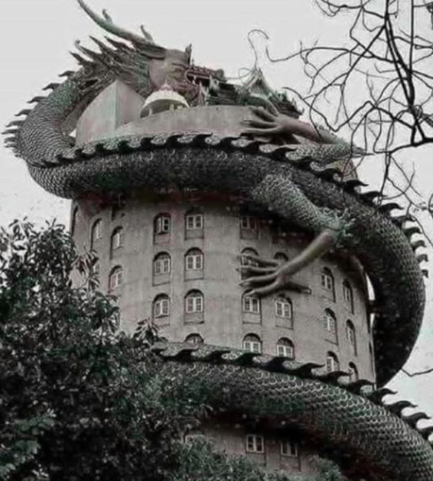 #Architecture 🏘️ Awesome of the Day ⭐ ➡️ #Gothic-ish Wat Samphran #Buddhist #Dragon 🐉 #Temple in Amphoe Sam Phran #Thailand 🇹🇭 via @SpiralDirect #SamaPlaces 🗺️ ➡️ View More Selections 👉 https://t.co/Kugls3IJqU
