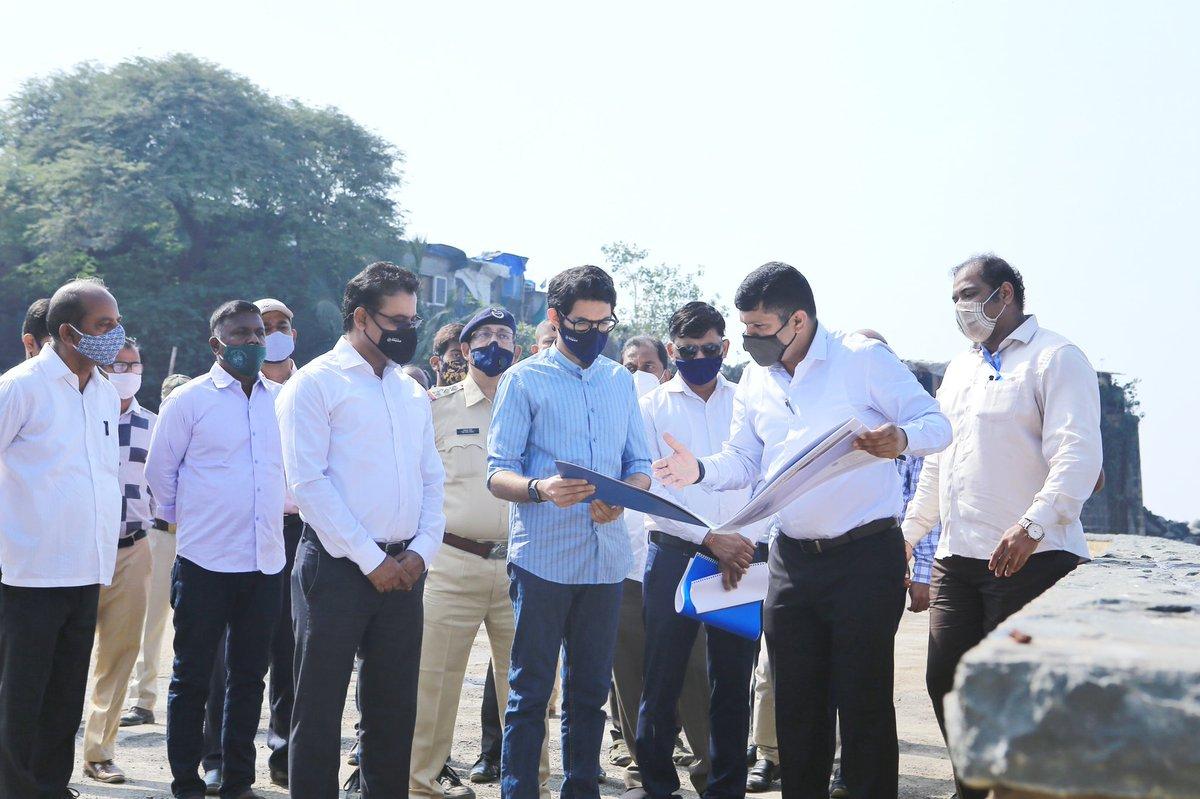 यावेळी मी DMC विजय बल्लमवार जी, AMC @DighavkarKiran जी यांच्यासोबत माहीम किल्ला ते वांद्रे किल्ला येथील प्रस्तावित सायकलिंग ट्रॅक संदर्भाने चर्चा केली. हा प्रस्तावित ट्रॅक जवळपास ५ किमीचा असेल. यासंदर्भात व्यवहार्य शक्यतांचा अभ्यास सुरू आहे.