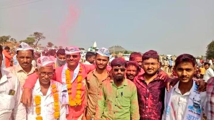 महाराष्ट्र के लातूर जिले के दापक्याळ ग्रामपंचायत चुनाव में आम आदमी पार्टी ने जिल्हा अध्यक्ष प्रताप भोसले जी के नेतृत्व में 7 में से 5 सीटे जीतकर अपनी सत्ता स्थापित की।  सभी कार्यकर्ताओं का अभिनंदन !!  @ArvindKejriwal @AAPMaharashtra