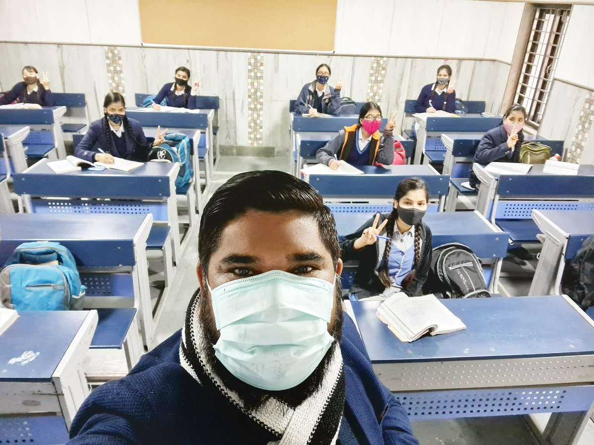 Replying to @PankajJainClick: दिल्ली : खुले स्कूल, खिलखिलाए चेहरे 💚 एक सरकारी स्कूल से सोशल डिस्टेंसिंग वाली सेल्फ़ी 🙂