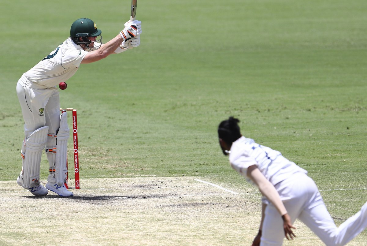 #GabbaTest Siraj gets Steve Smith but Australias lead growing quickly. LIVE UPDATES: sify.com/sports/cricket…