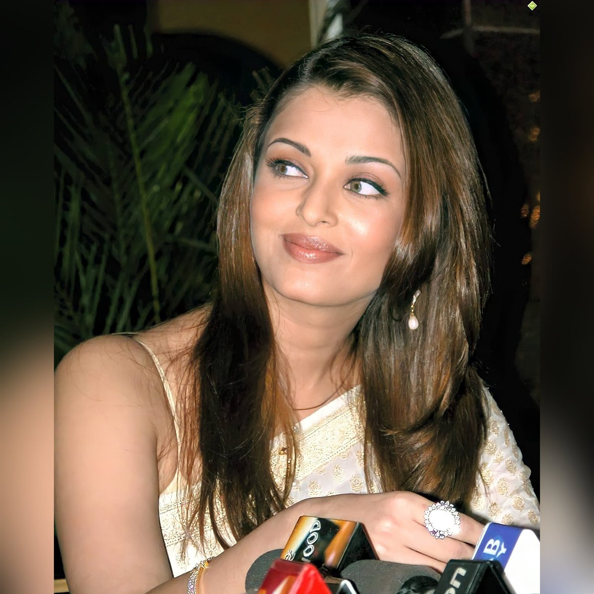 Had ETHEREALITY been asked to define. Am sure, #beautiful #AishwaryaRaiBachchan 's name must pop up first in our brain. To visualise and write a paragraph.   Here in she is at Bride and Prejudice Delhi Press Conference.