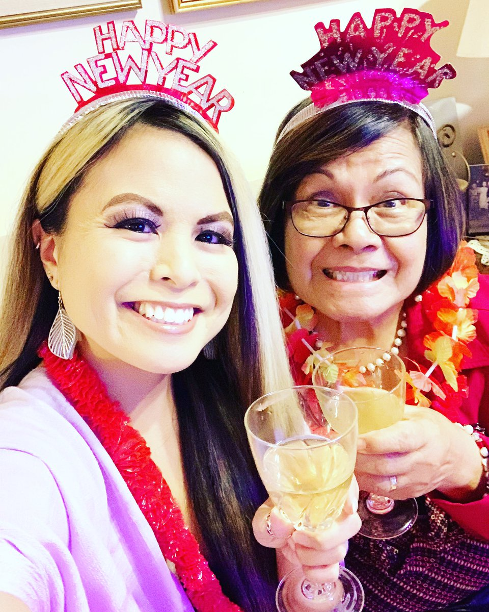 Flashback to #NewYearsEve! Is that champagne in our glasses? Nah...that's our botanical energy and adaptogens! I think Mama was feelin' it! 😆💖🥂🍃#Gratitude #Superladies #ArtOfWellbeing #naturalhealth #plantbased #energy #family #love #joy #laughter #blessings #blessed #newyear