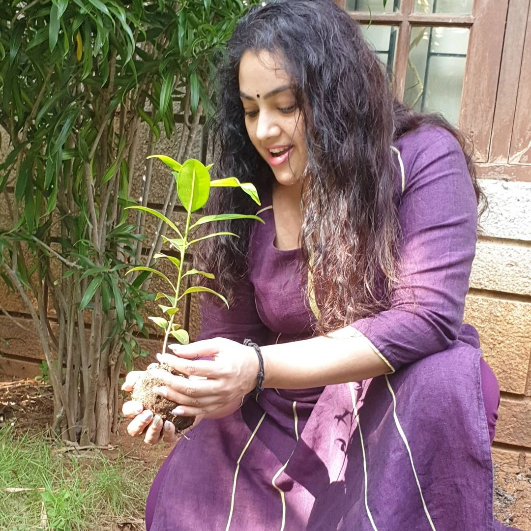 Challenge accepted #harahaitohbharahai #greenindiachallenge I now nominate @VenkyMama @KicchaSudeep @ManjuWarrier4 @KeerthyOfficial to continue the chain. Thank you 😊☘️♻️💚
