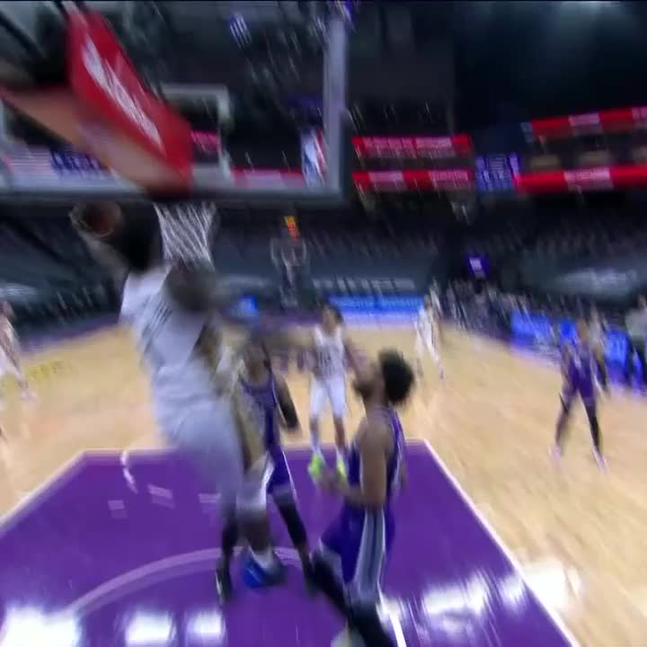 Replying to @SportsCenter: ZION FLOATED 🦋