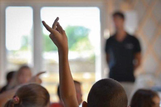 test Twitter Media - Onderwijsinspectie gaat zich ook toespitsen op financieel beleid van scholen Scholen die door een slecht financieel beleid ondermaatse kwaliteit leveren, komen vanaf volgend schooljaar op de radar van de Onderwijsinspectie te staan. Dat zegt inspecteur... https://t.co/y2DmG3d8Tt https://t.co/vJrLCapYtb