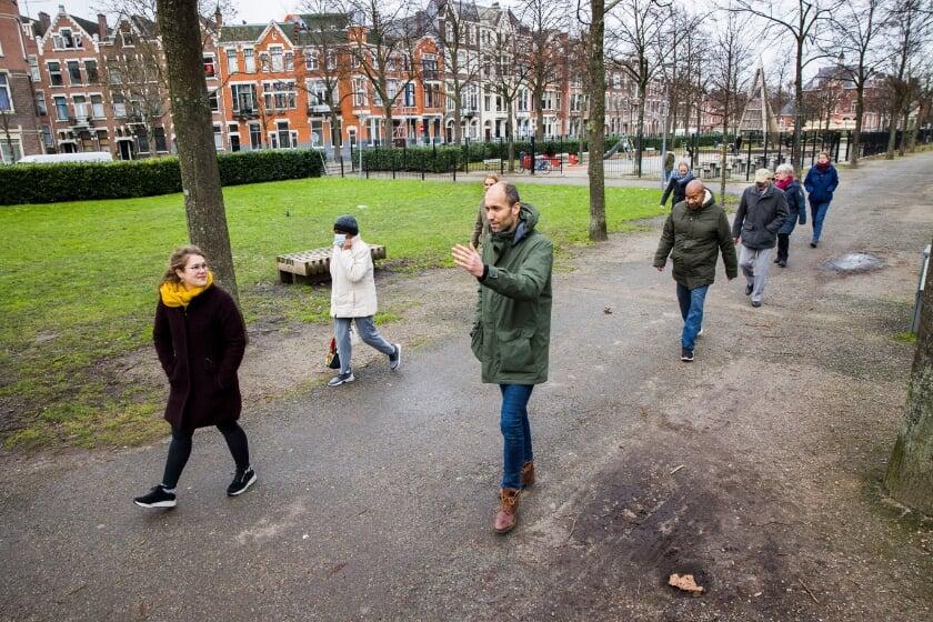 test Twitter Media - Huisarts Matthijs van der Poel wandelt met patiënten, want dat voorkomt én geneest ziekten. Dit wandelen op recept gebeurt in Rotterdam vanuit zeker 10 huisartspraktijken. https://t.co/WowrEjSoUJ https://t.co/B0RthFFkFc