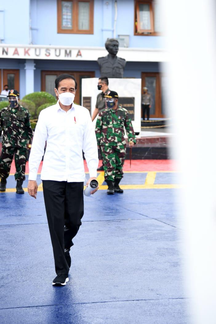 Bertolak dari Pangkalan TNI AU Halim Perdanakusuma, saya langsung menuju Kota Banjarbaru, Kalimantan Selatan.  Saya hendak meninjau beberapa lokasi terdampak bencana banjir, mendatangi posko pengungsian, dan melihat dari dekat kesiapan bantuan untuk warga.