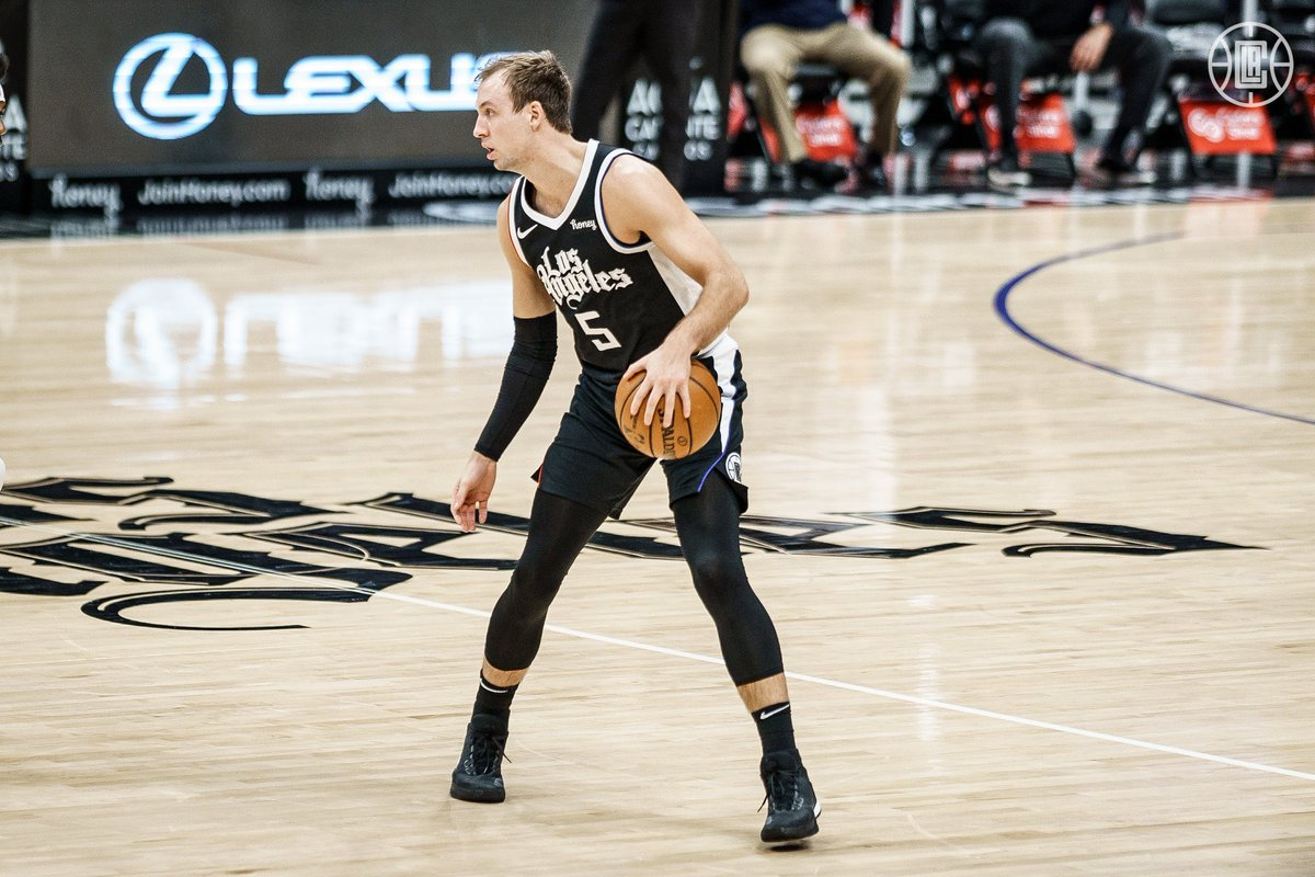 Luke Kennard tonight:  20 PTS 7/12 FG 5/8 3FG  He's now shooting 52% from deep this season. Young Sniper. 🔥