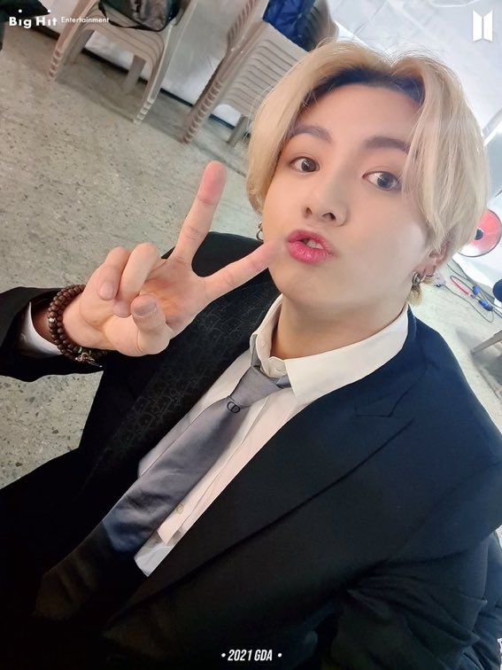 we got a blonde jungkook selca this is literally the best day of my life i'm deactivating in the morning  /j