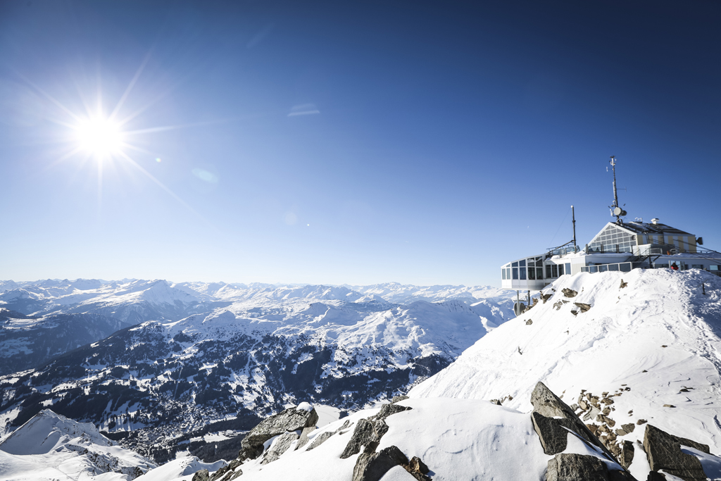 #Weeklyreminder: Switzerland is all wrapped up for winter. The coldest time of year can be so beautiful in the region around @ArosaTweet ❄️😍