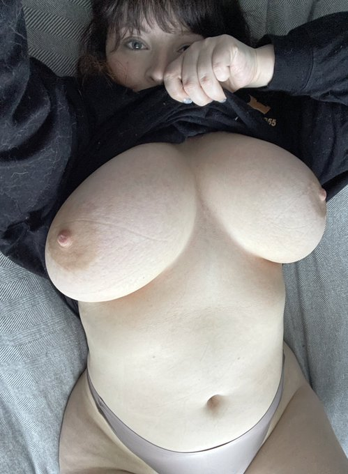 2 pic. Come get cozy with me? https://t.co/wuwICv7d4U