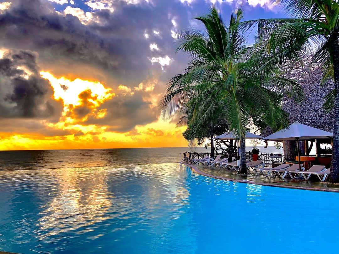 Baobab Beach Resort and Spa is a paradise you want to visit in Kenya.  #beachlife #kenya #kenyan #beach #holiday #love #photography #mombasa   Photo by @fanoorani