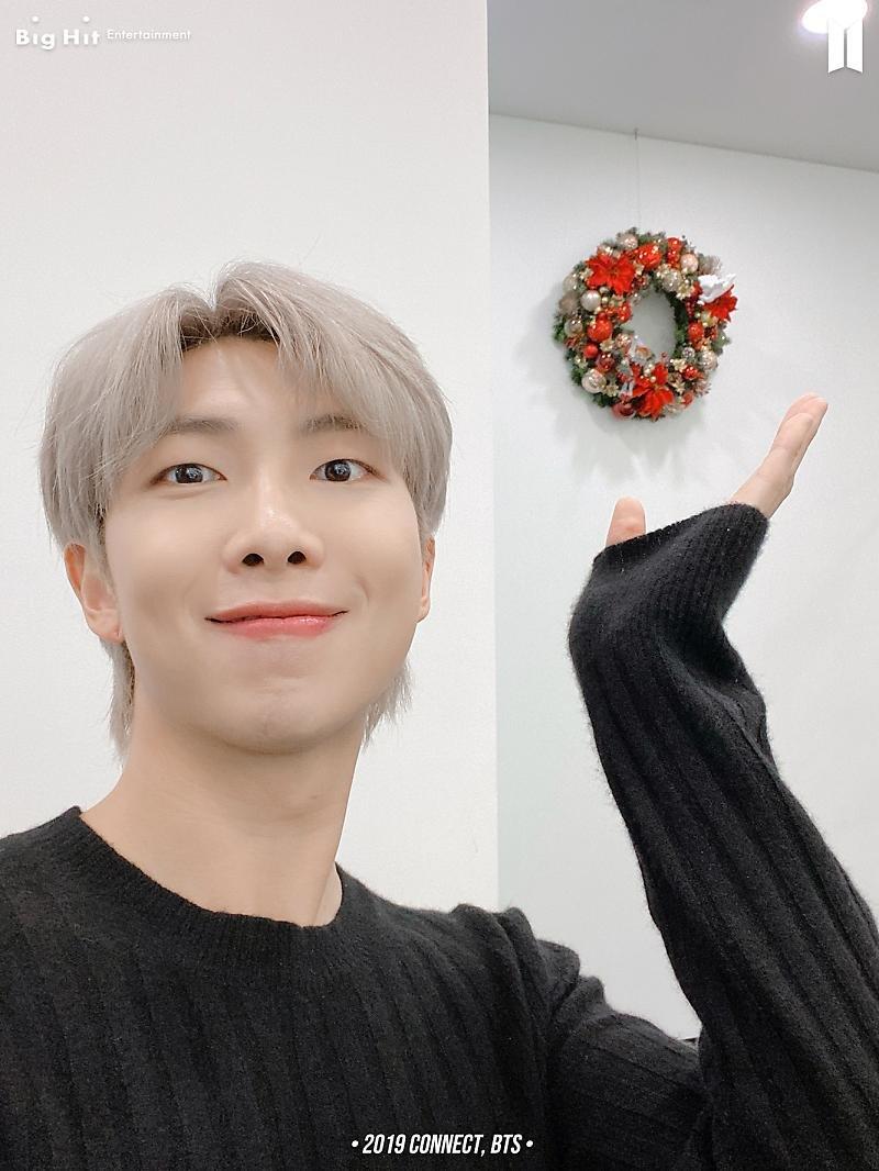 ¿Enfermedad de los lunes con selfies de BTS? Me siento bien..☆ (3/14)  •2019 CONNECT, BTS• (1) RM 🐨🧥, SUGA 🐱🧥, V 🐯🧥, j-hope 🐿️🧥  (+) @BTS_twt #BTS #방탄소년단