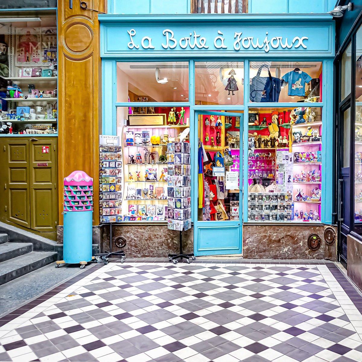 Délicieuse boutique du passage Jouffroy - Paris 9  #parisladouce #paris #pariscartepostale #parisjetaime #cityguide #pariscityguide #paris9 #streetsofparis #thisisparis #parismaville #passagejouffroy #grandsboulevards