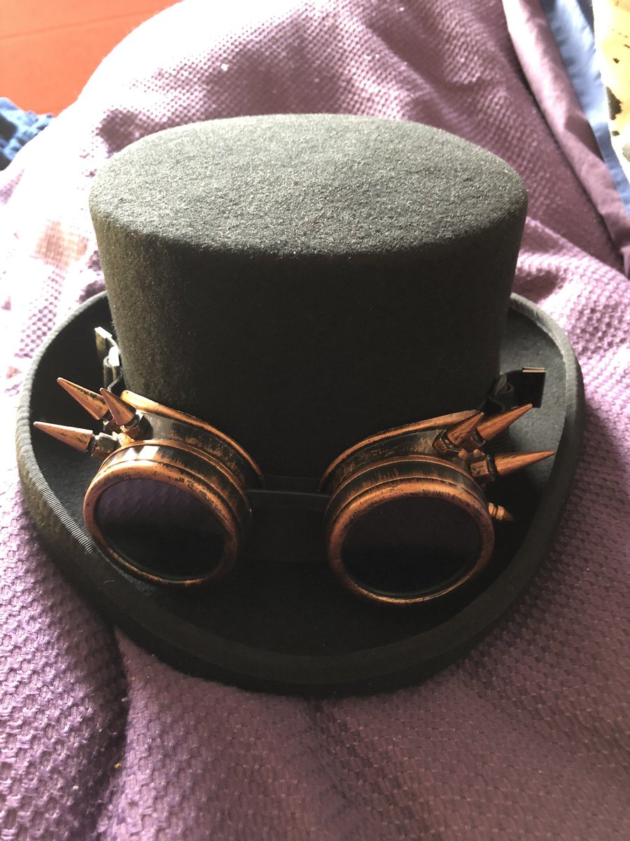 Today i got a new #hat and #goggles!! #steampunk