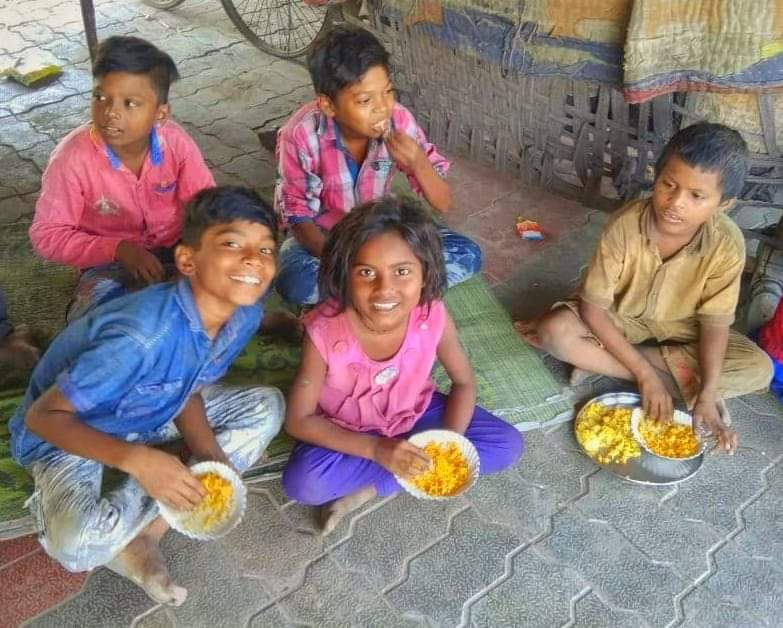 We could go on a world tour but our favourite place would still be where these smiles are 🤩    @rha_india #RobinHoodArmy #SpreadingSmile #HungerRelief #RobinoodArmyAhmedabad #supportcommunity #oneteamonecause #volunteer #treatpeoplewithkindness