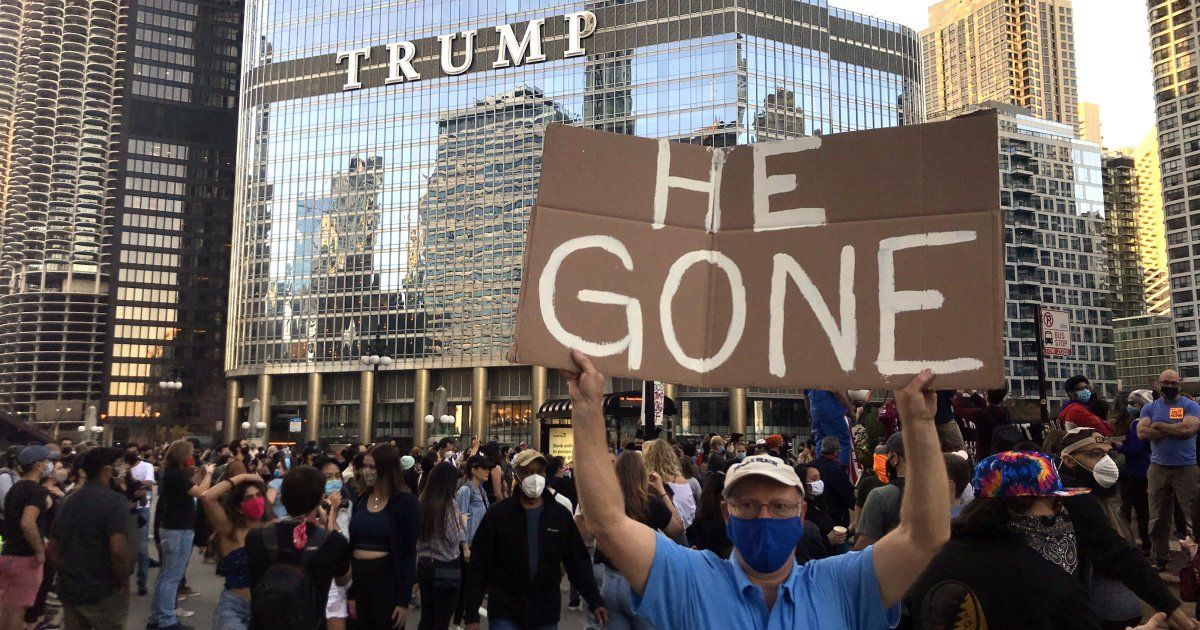 Chicago's long-hated Trump Tower sign could come down — if the president is impeached and convicted. https://t.co/8ORMo6JtG5 https://t.co/qi03dH062y
