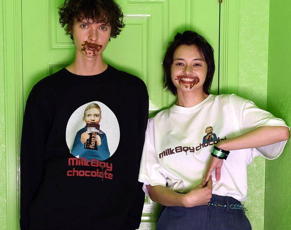 """ミルクボーイ""""チョコレートショップ""""着想のTシャツ&""""ハート型ショコラ""""がとろけるスウェット -"""