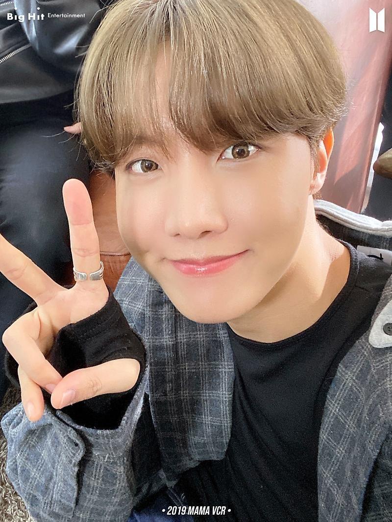 📍[TRAD] @bts_bighit   [Publicación de Naver] En este momento del lunes más agotador, ¿es Bang Rim quien vino a despertar a ARMY? (en )  ¿Enfermedad de los lunes con selfies de BTS? Me siento bien..☆ (1/14)  •2019 MAMA VCR• (1) 🐿️🐹🐰🐥  #BTS #방탄소년단
