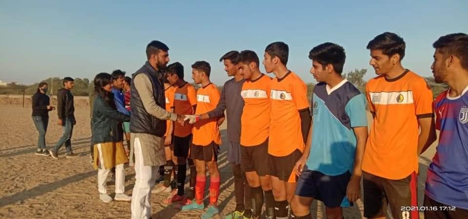 अखिल भारतीय विद्यार्थी परिषद बीकानेर महानगर एवं मारवाड़ जंक्शन में स्वामी विवेकानंद जी की जयंती के अवसर पर मनाए जा रहे युवा सप्ताह के तहत मेहंदी, रंगोली, दौड, कबड्डी, फुटबॉल जैसे विभिन्न कार्यक्रम आयोजित हुए। #SwamiVivekanandaJayanti #ABVP #ABVPJodhpurPrant