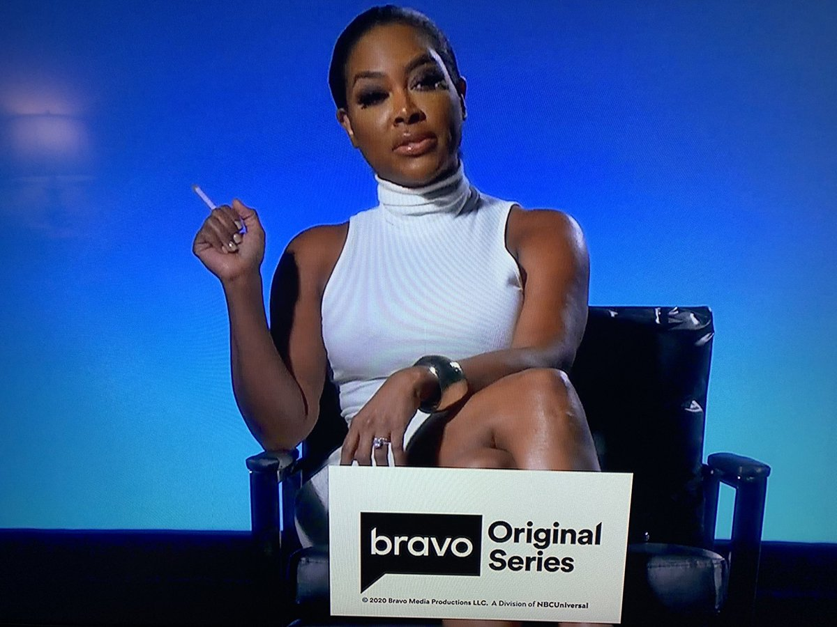 "O M G 😍 @KenyaMoore dressing up as Sharon Stone in ""Basic Instinct"" just made my Sunday Night 👄👠🔪 #RHOA"