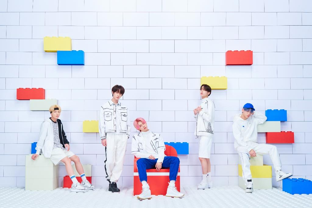 ".@TXT_bighit continue to be a #FORCE to be reckoned with 👏 💕 Listen to #TOMORROW_X_TOGETHER's new single ""Force"" now:"