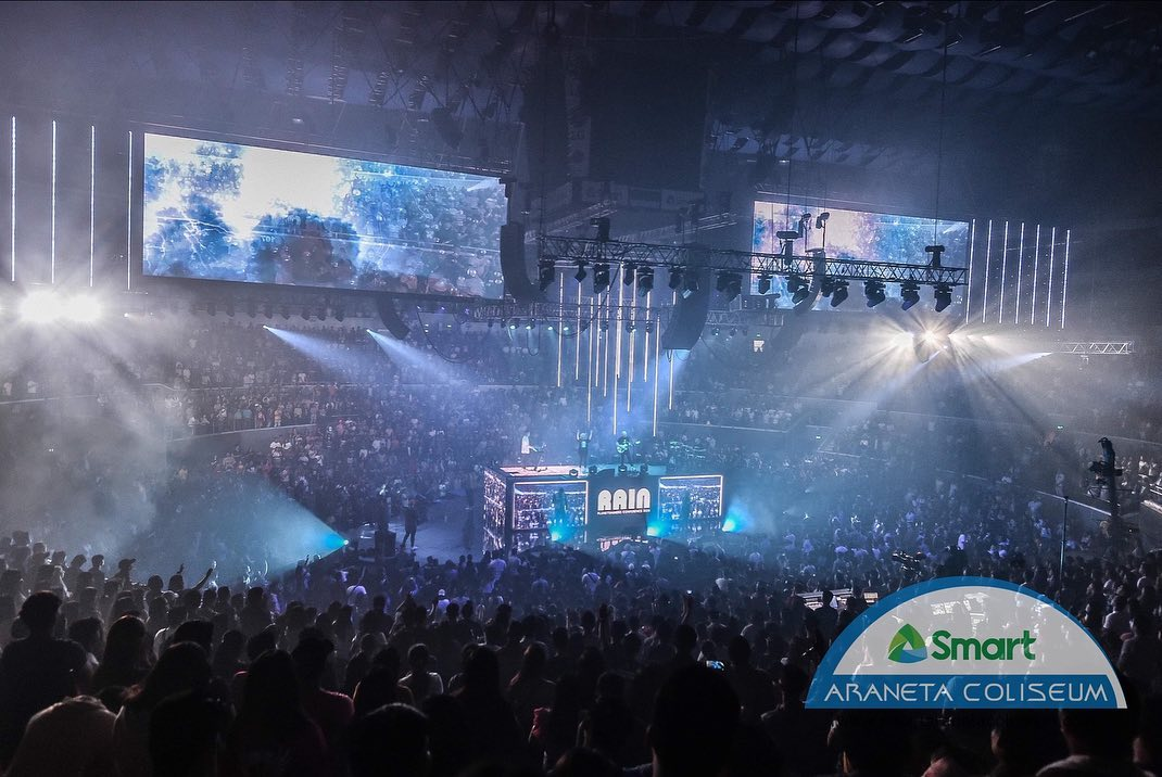 """Exactly a year today since @planetshakers Conference """"RAIN"""" Manila! 🙌💙    #ConferenceAnniversary #PlanetshakersAtTheBigDome #Planetshakers #TheBigDome"""