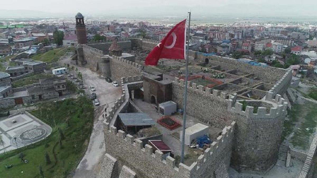エルズルム城 / ERZURUM CASTLE . . . . #トルコ #エルズルム #アナトリア #東部黒海 #世界遺産の街 #観光スポット  #城 #ターキッシュエアラインズ #美しい  #turkey #erzurum #castle #anatolia #kale #murgulşelale  #turkishairlines #travel #domestic #staysafe #staywithturkey