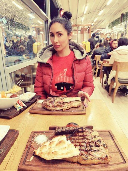 2 pic. Big steak last night, damn winter is back... ❄️❄️🤭 https://t.co/QNblupu4Ah