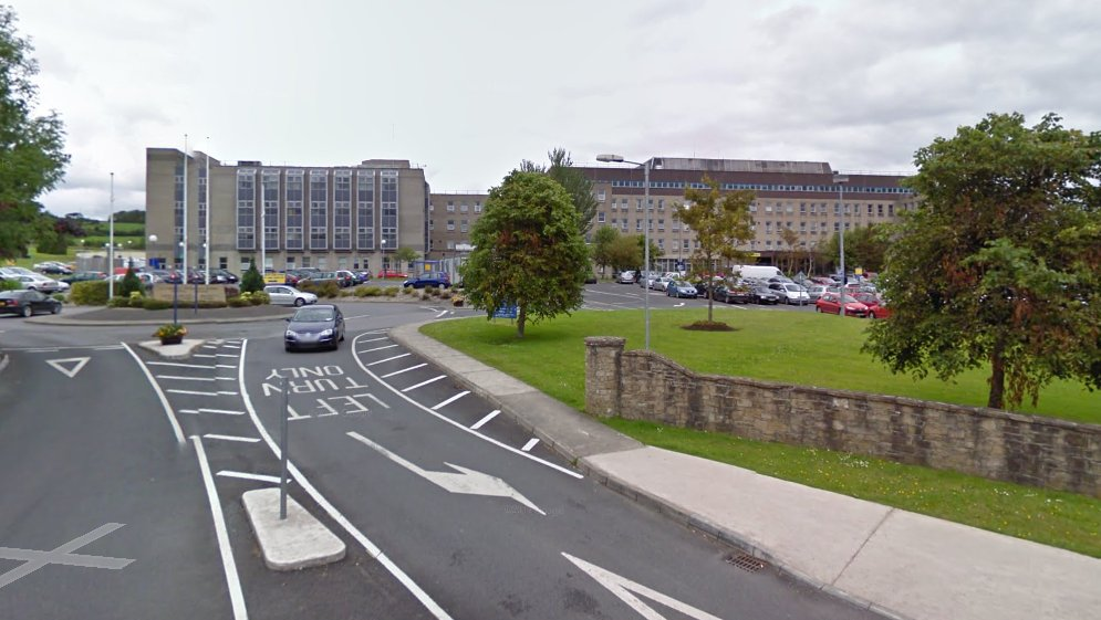 Patients treated in ambulances outside Letterkenny Hospital as covid admissions soar  https://t.co/JNI3W2RGcV https://t.co/R1KfYMOZFd