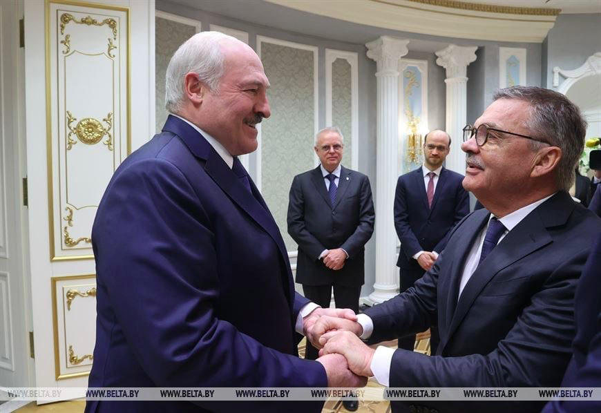 President of @IIHFHockey Rene Fasel is meeting Lukashenka today. They are discussing Ice Hockey Championship 2021 in Minsk. A few miles away from them, people are imprisoned in inhumane conditions as political prisoners. https://t.co/lctWuuAcuh