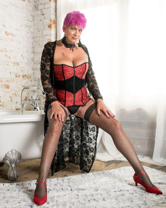 I'm online now for DirectIM at #AdultWork.com. Come and chat! https://t.co/9HTpbPHsXp https://t.co/w