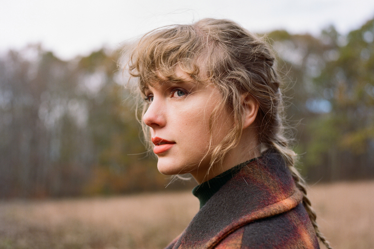 .@taylorswift13's 'Evermore' tops the RS 200 for a third non-consecutive week, with 53,800 units from January 1st through January 7th