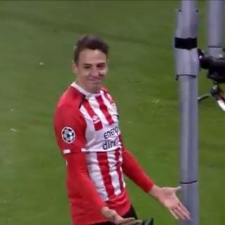 TB: Toen Arias dit deed tegen Bayern! 💥  Vandaag viert de voormalig PSV-speler zijn 29e verjaardag! 🎉  #ucl #throwback #arias #veronicainside