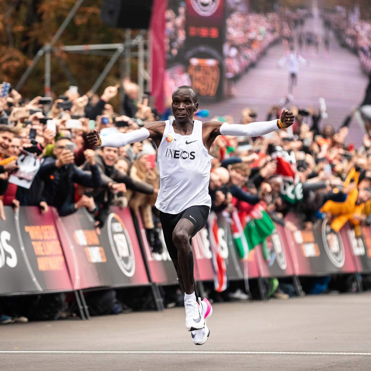 #MondayMemories 🔙 / A Saturday run like you've never seen before. Eliud Kipchoge became the first human being to run a marathon in under two hours. 🐐