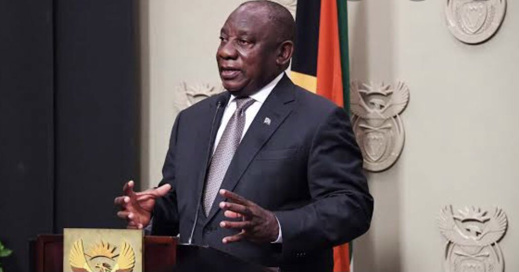President Cyril Ramaphosa will address the nation at 20h00 today on developments in relation to the country's response to the Corona virus pandemic.  #FamilyMeeting  #Ramaphosa https://t.co/oVC7UCB6dv