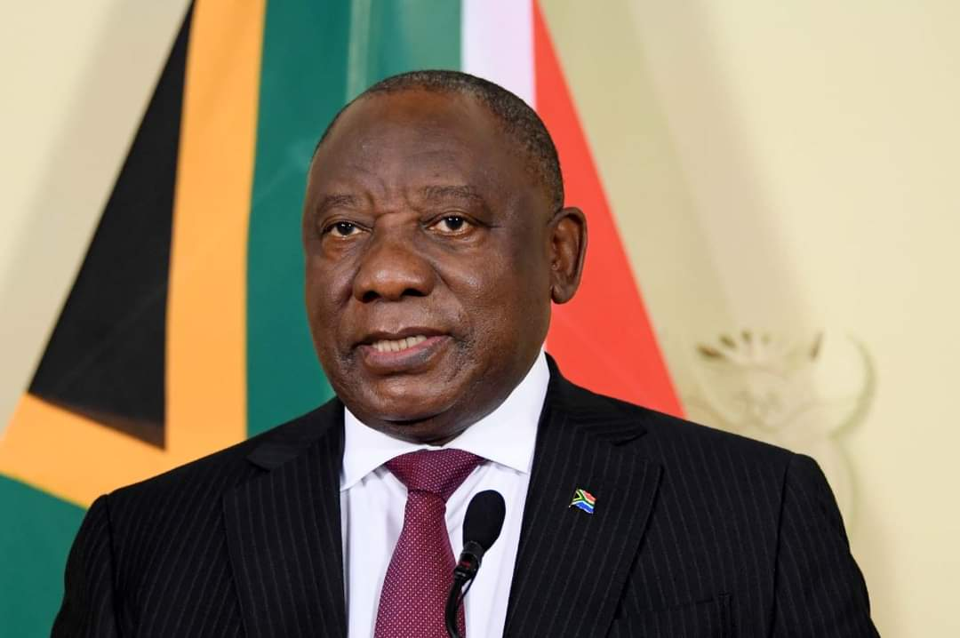 President Cyril Ramaphosa will address the nation at 8 pm today, on developments in relation to the country's response to the Coronavirus pandemic. #coronavirus #Covid_19 #coronavirus #CoronaVirusUpdates #CoronavirusInSA  📸SAGOV  #akotopamnews https://t.co/bH4gcjuwtm https://t.co/NPl6oNej2O
