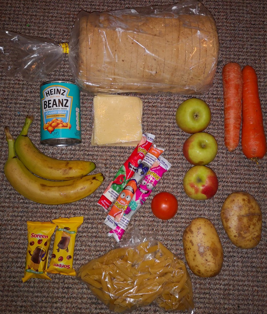 #FreeSchoolMeals bag for 10 days:  2 days jacket potato with beans 8 single cheese sandwiches  2 days carrots 3 days apples 2 days soreen 3 days frubes  Spare pasta & tomato. Will need mayo for pasta salad.  Issued instead of £30 vouchers. I could do more with £30 to be honest. https://t.co/87LGUTHXEu