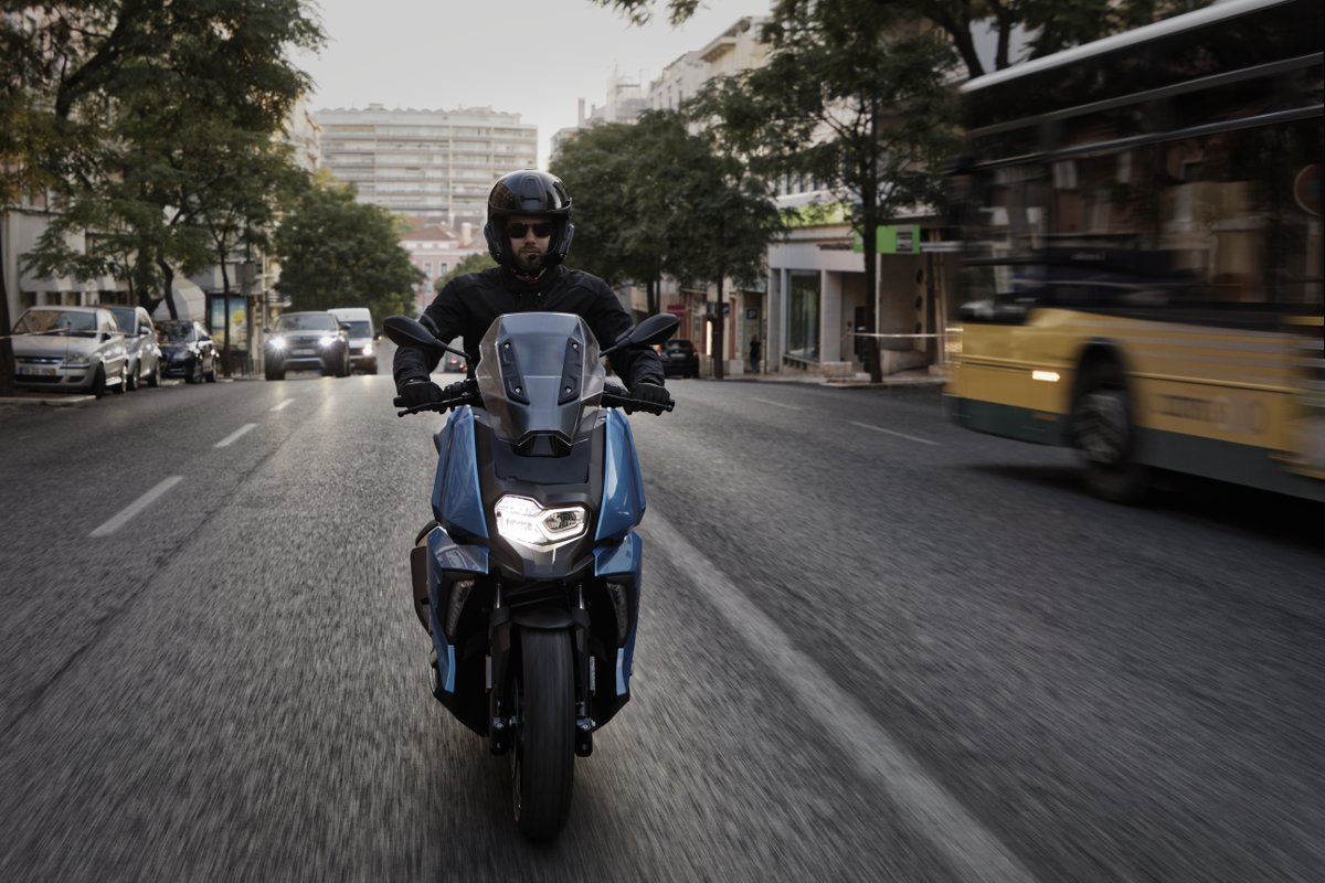 Petrol hike... Traffic jams... No parking… Scoot!   🛵💨  Our midsize scooter is agile, zippy and built for the city. There's storage under the seat and the 350cc engine is just what you need for conquering the concrete jungle.  #MakeLifeARide #UrbanMobility #C400X https://t.co/gKZXn4SGBK