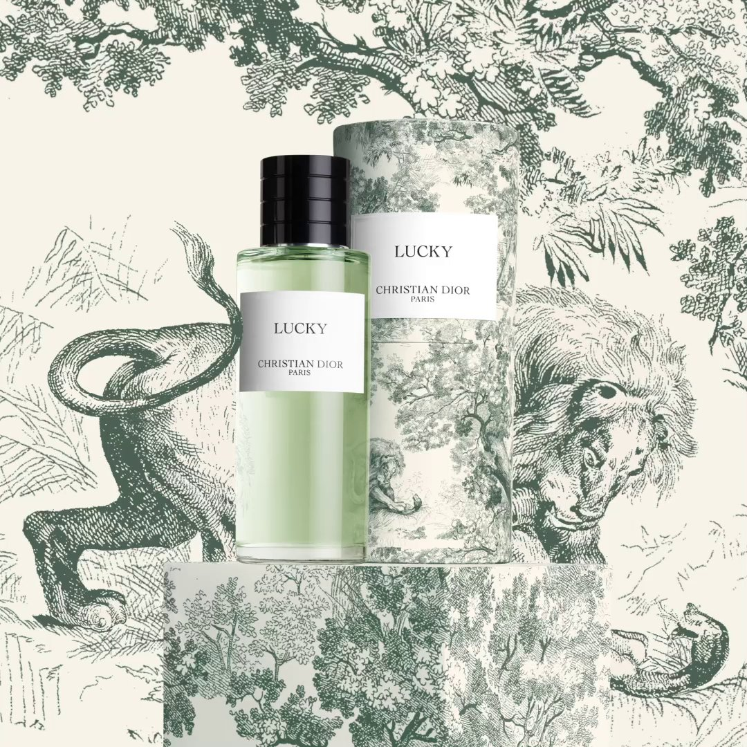 For Lucky, the good-luck charm with lily of the valley white flower accords is the perfect scent to represent the limited-edition green Toile de Jouy collection. Discover more