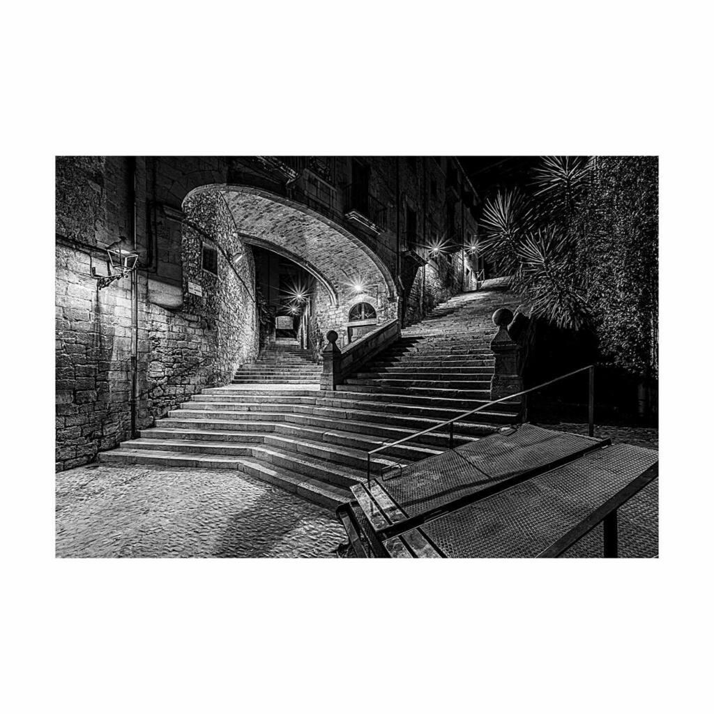 Aquests dies pots veure espais de Girona de nit que èren llocs de trobada i pas de molta gent   • • • #friends #smile #instagood #life #popularpic #likeforlike #toptags #cute #happy #tbt #girl #fashion #instalike #followme #family #follow #nature #ig…