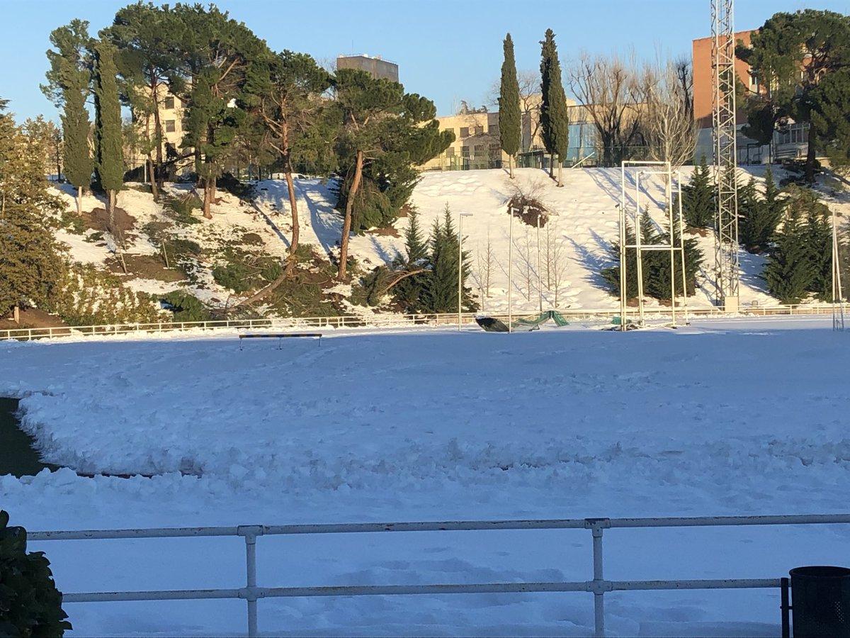 Los atletas huyen de un CAR de Madrid que sigue sepultado bajo la nieve tras una semana