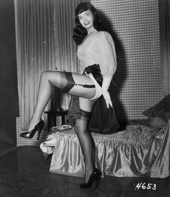 Getting a leg up on the new week with office attire designed for easy flashing 💥 😜 Happy Monday, Bettie